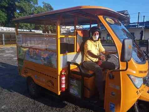 Taxis eléctricos y guiados por mujeres