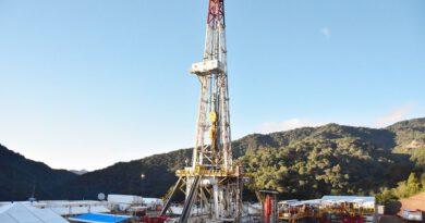 Exministro propone suscribir tres contratos petroleros por año para reactivar la actividad exploratoria
