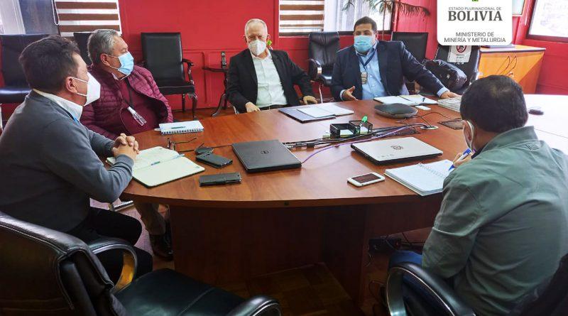 """San Cristóbal anuncia que """"prolongará sus operaciones"""" en Bolivia"""